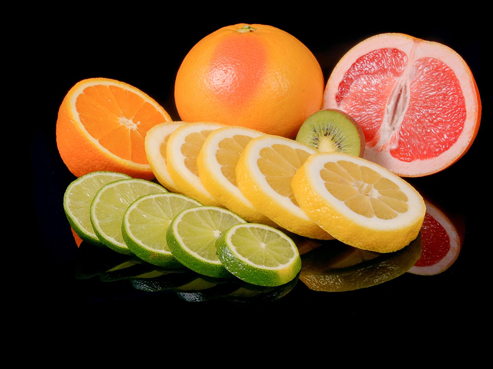 Фото Апельсин Грейпфрут Лимоны Пища Цитрусовые на черном фоне 1600x1200 Еда Продукты питания Черный фон