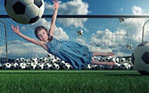 Фотография Креатив Футбол Вратарь в футболе Девочки Мяч Руки Платья Прыжок Смешная Дети