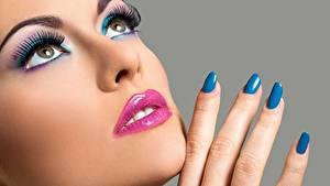 Фото Пальцы Лицо Макияж Маникюр Красивые Девушки