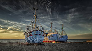 Картинки Дания Побережье Рассветы и закаты Речные суда Трое 3 Песок Природа