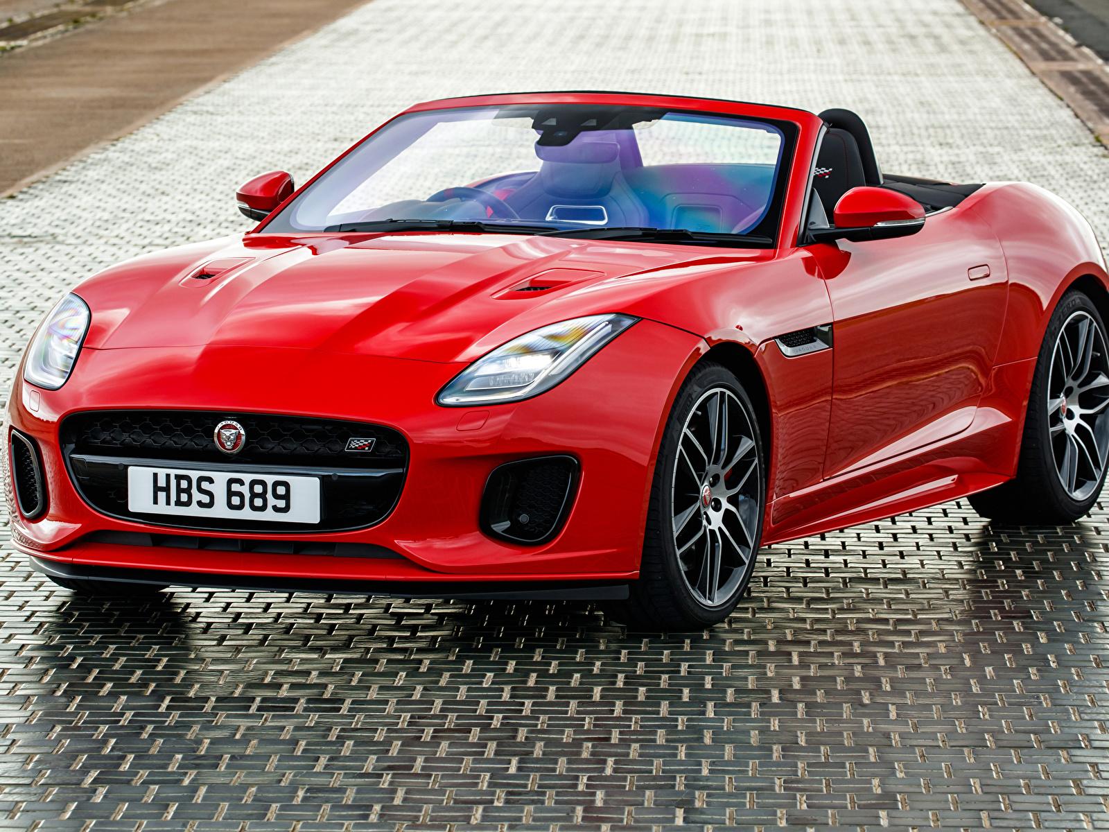 Обои Ягуар 2018-19 F-Type  Chequered Flag  Convertible Кабриолет красные машины Металлик 1600x1200 Jaguar кабриолета красных Красный красная авто машина автомобиль Автомобили
