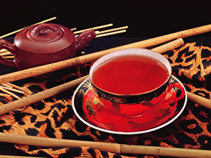 Картинки Напитки Чай На черном фоне Чашка Блюдце Еда