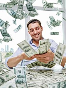 Картинки Мужчина Деньги Много Доллары Банкноты Улыбается