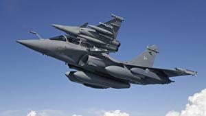 Фотографии Самолеты Ракета Истребители Полет Двое Вид снизу Dassault Rafale Rafale B, MBDA MICA Авиация