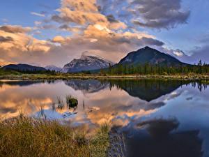 Фото Канада Парки Горы Озеро Вечер Пейзаж Банф Облака Отражается Природа
