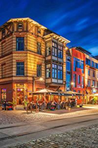 Обои Германия Дома Вечер Дороги Улица Уличные фонари HDR Stralsund