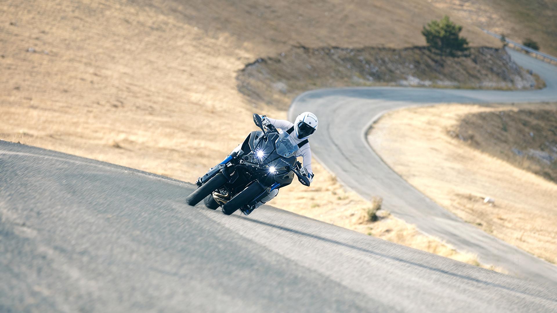 Фотография Ямаха 2018 Niken Мотоциклы едущий Мотоциклист 1920x1080 Yamaha мотоцикл едет едущая Движение скорость