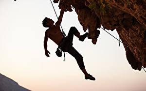 Картинки Мужчины Альпинизм Скала Альпинист Спорт