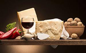 Картинки Натюрморт Вино Перец Сыры Орехи Бокал Пища