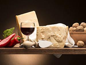 Картинки Натюрморт Вино Перец овощной Сыры Орехи Бокал Пища