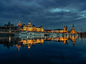 Картинка Германия Дрезден Здания Речка Пирсы Вечер Речные суда