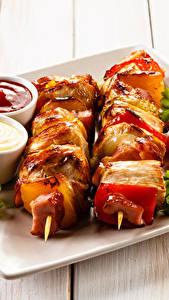Фотография Шашлык Доски Тарелка Кетчуп Продукты питания