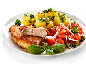 Обои Вторые блюда Картофель Мясные продукты Овощи Белый фон Тарелке Продукты питания