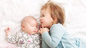 Картинки Двое Девочка Младенцы Спит