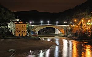 Картинки Испания Здания Река Мосты Уличные фонари Ночью Lekeitio Basque Country город