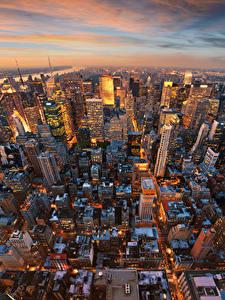 Обои США Вечер Дома Небоскребы Манхэттен Нью-Йорк Мегаполиса Сверху город