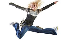 Фотография Белый фон Блондинок Улыбается Радостная Прыгать Джинсов Девушки