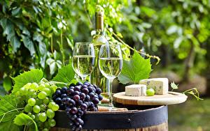 Фотография Вино Виноград Сыры Бутылки Бокалы Два Пища