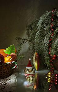 Картинка Новый год Мандарины Сладости Леденцы Ветки Шарики