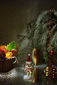Картинка Новый год Мандарины Сладости Леденцы Ветки Шарики Еда