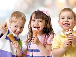 Картинки Мороженое Три Мальчики Девочка Счастливая Дети