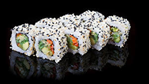 Фото Морепродукты Суси На черном фоне Продукты питания