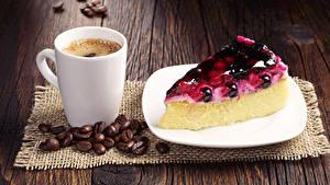 Фото Кофе Пирожное Пирог Чизкейк Доски Чашка Зерна Тарелка Кусок Еда