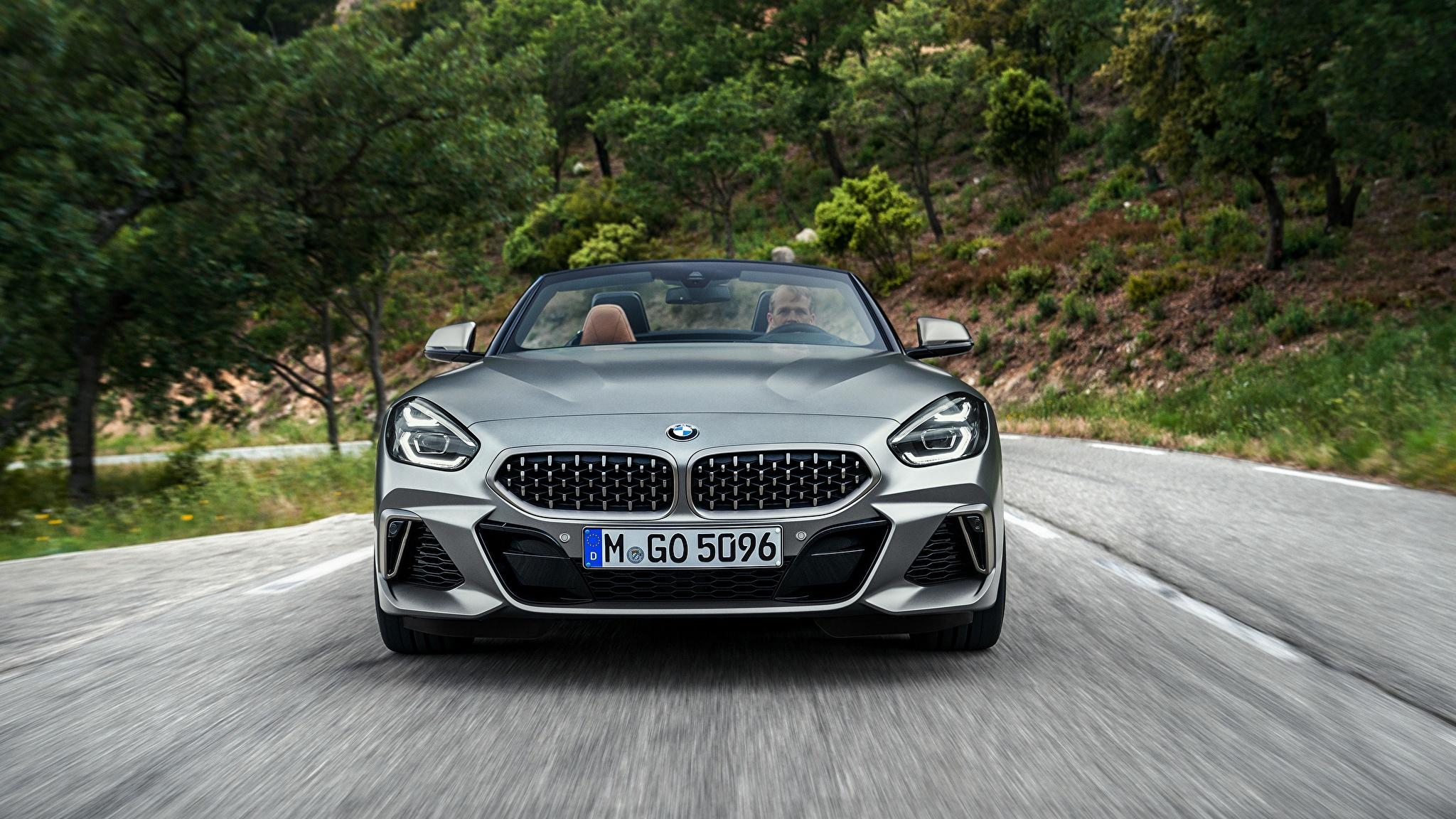 Фото BMW Z4 M40i 2019 G29 Родстер Движение Спереди Автомобили 2048x1152 БМВ едущий скорость Авто Машины