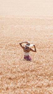 Картинка Поля Пшеница Шляпы Блондинка молодые женщины