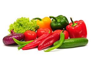 Фотография Овощи Лук репчатый Перец овощной Огурцы Томаты Белым фоном Продукты питания