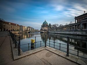 Картинки Германия Берлин Реки Мост Дома Набережной Reichstag