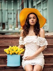 Фотография Сидящие Платья Лестницы Шляпы Миленькие Красивая Natia Gachava