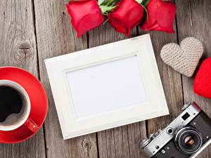 Фото День всех влюблённых Розы Кофе Доски Шаблон поздравительной открытки Сердца Фотоаппарат