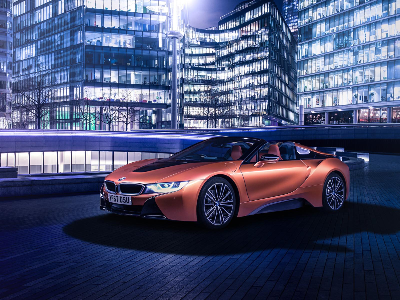 Обои для рабочего стола BMW 2018 i8 Roadster Родстер оранжевые автомобиль 1600x1200 БМВ оранжевых Оранжевый оранжевая авто машина машины Автомобили