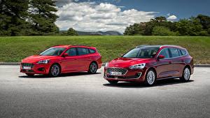 Фотографии Ford Двое Красных Металлик 2018 Focus Автомобили