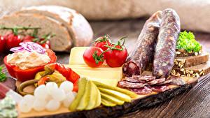 Картинка Колбаса Томаты Сыры Хлеб Продукты питания
