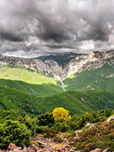Картинки Италия Горы Небо Пейзаж Кусты Облака Canyon Gorropu