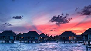 Обои Мальдивы Тропики Рассветы и закаты Бунгало Облака Природа