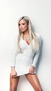 Фотографии Ashley Bulgari Блондинка Платья Белых Взгляд молодые женщины
