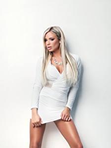 Фотографии Ashley Bulgari Блондинка Платья Белых Взгляд