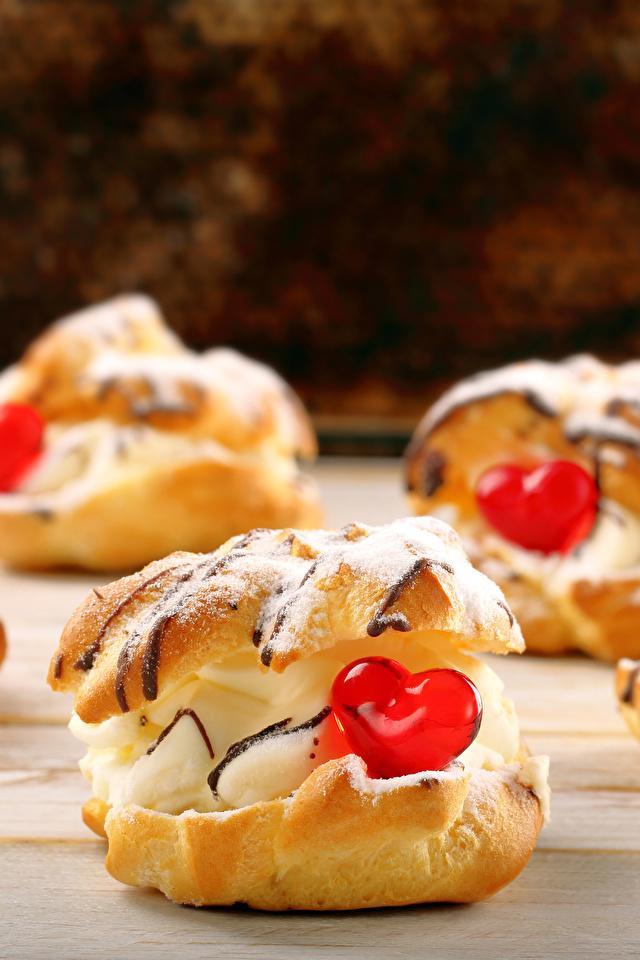 Картинки День святого Валентина сердца Продукты питания Пирожное сладкая еда 640x960 для мобильного телефона День всех влюблённых серце Сердце сердечко Еда Пища Сладости