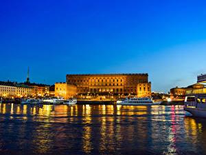 Обои Стокгольм Швеция Дома Пристань Речные суда Дворца Залива Ночные Royal Palace