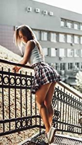 Обои Ног Юбка Красивые Забора Artem Soloviev, Tatiana Fesenko молодая женщина