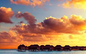 Картинка Мальдивы Тропический Рассветы и закаты Небо Бунгало Облако Природа