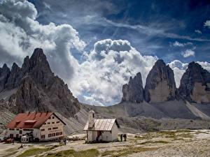 Картинки Италия Горы Здания Альпы Утес Облака Tre Cime di Lavaredo, South Tyrol Природа