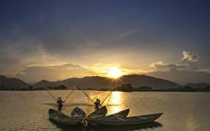 Фото Рассвет и закат Лодки Ловля рыбы Азиатки