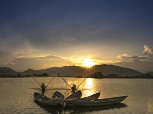 Фото Рассвет и закат Лодки Ловля рыбы Азиатки Природа