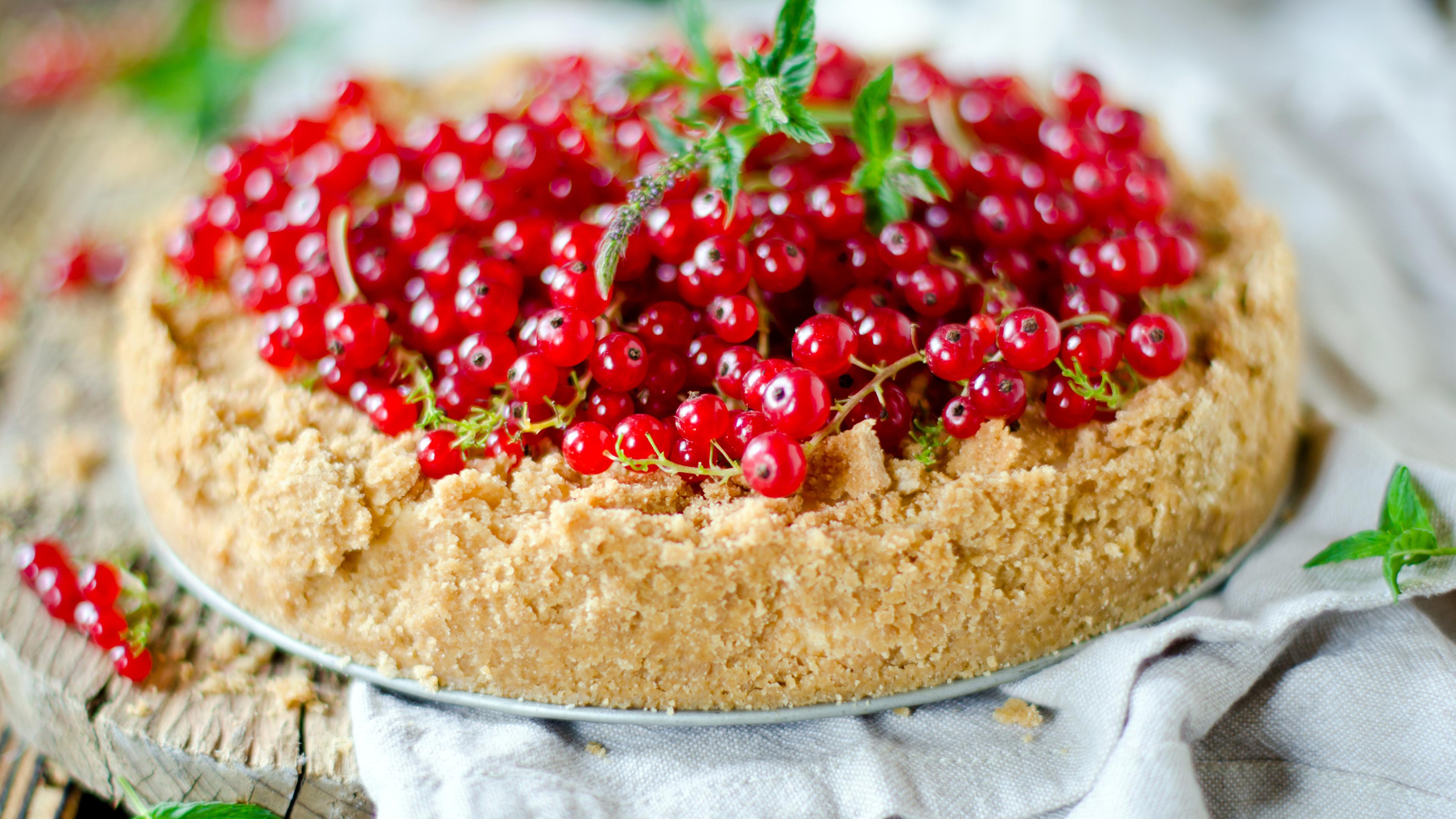 Фотографии Торты Смородина Пища Сладости 3840x2160 Еда Продукты питания сладкая еда