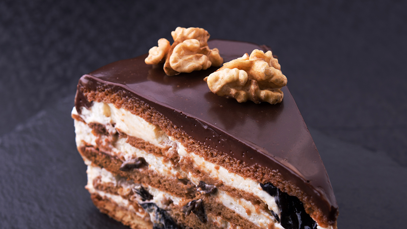 Фото Еда Шоколад Грецкий орех Торты Кусок Орехи Пирожное Сладости 1366x768 Пища Продукты питания часть кусочки кусочек сладкая еда