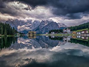 Фотография Италия Горы Озеро Здания Лес Пейзаж Альпы Облачно Lake Misurina Природа